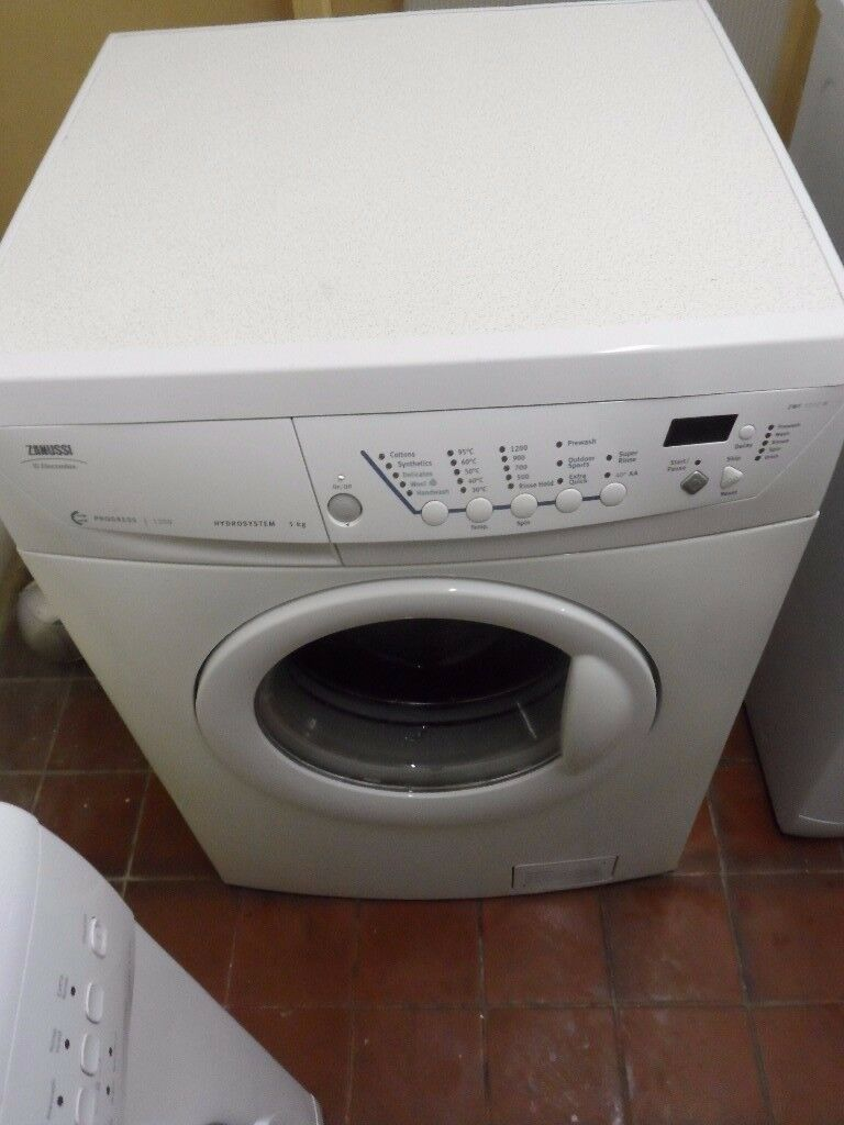 """Zanussi""Washing machine.. 5kg..Spin-1200...For sale..Can be delivered"
