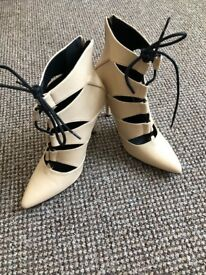 """New Misguided high heel faux leather cream boots, size 7/40, heel height 4,5""""(11cm)"""