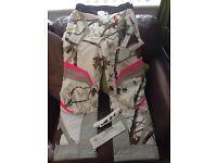 Castle X snowboard Ski camo pink white womens pants trousers medium size 10/12