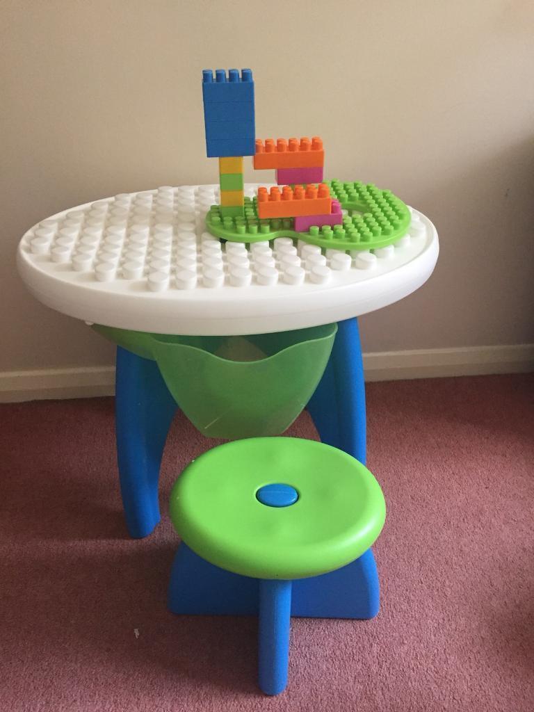Table bricks with footstool