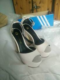 River Island SIZE 7