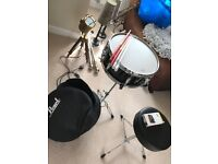 Pearl Snare Drum, Jet Black with accessories