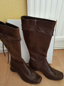 Size 6 Ladies Knee High Boots