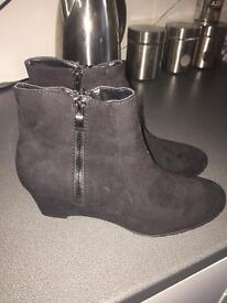 Ladies black suede boots size 6 bnwt