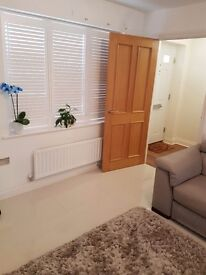 Homely Double bedroom in quiet and new built environment. Close to bus & central line station.