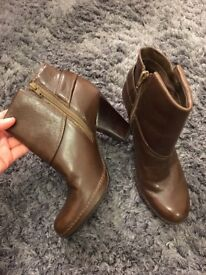Clarks Leather Brown Ankle Boot Heels Size 5