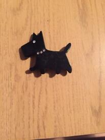Dog broach