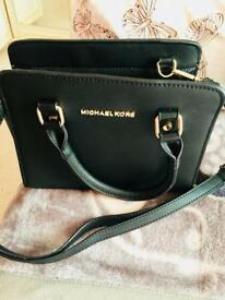 MICHAEL KORS BLACK TOTE BAG!!!!