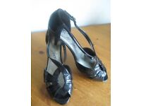 M&S BLACK SHOES/SANDALS - SIZE 8 - (Kirkby in Ashfield)