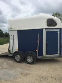 Robinson trailer carries 2 x 17.2