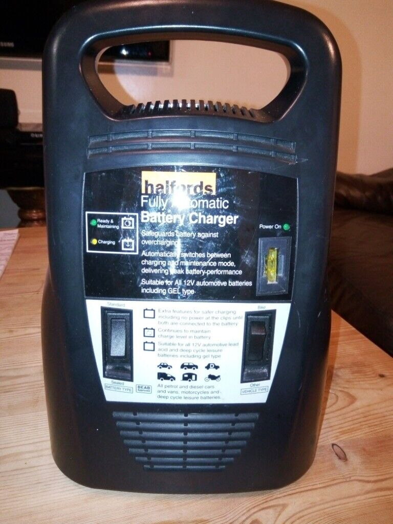 Halfords Fully Automatic Battery Charger