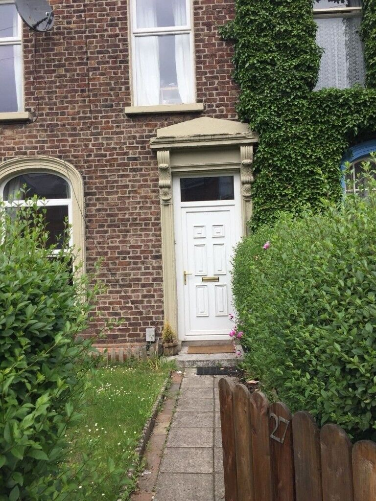 2 rooms in student house of 5 to rent. £250 each. Available August, September October 2018 only