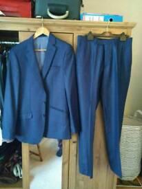 As new, blue suit, jaclet 38L / trousers 32R
