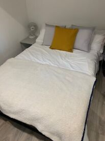 Entire Modern East Ldn Flat   All Bills Included