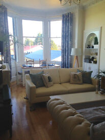 SUPERB DOUBLE Room in Stylish 3 bed Flat with Amazing Views at INVERLEITH