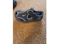 Baby sandals (2 pair)