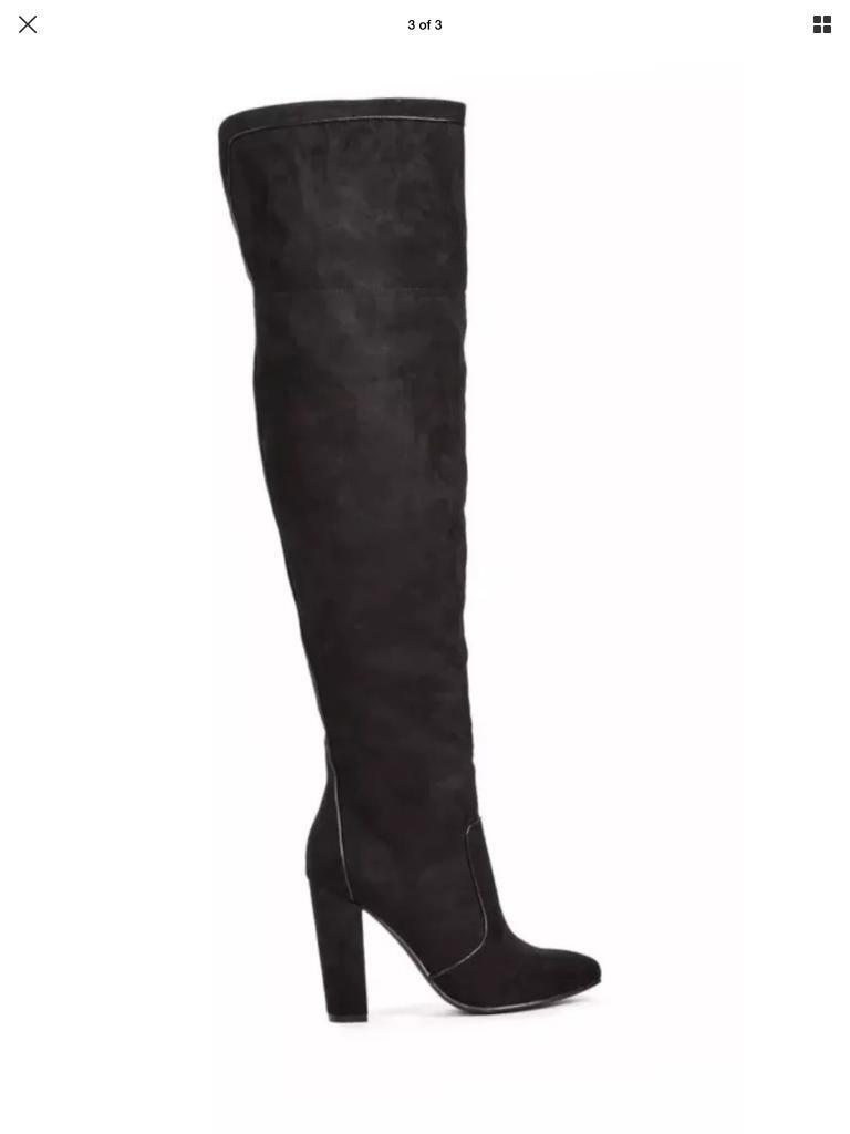 Stunning over knee boots from JustFab. Size 6(39)
