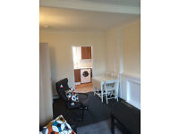 A bright double bedroom - 450 GBP all bills included - Stenhouse cottages - EH 11 - on main bus road