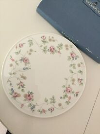 Wedgewood Rosehip Gateaux Cake Plate