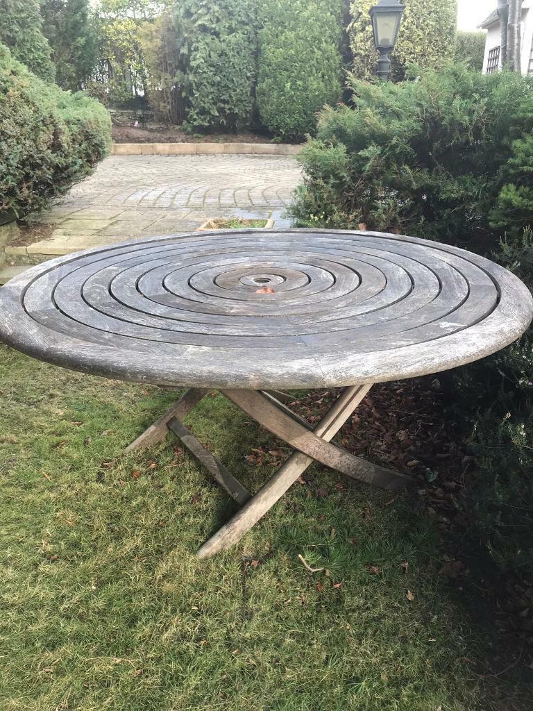 Wooden garden table 160cm diameter