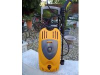 HALFORDS PRESSURE WASHER IN VERY GOOD CONDITION CAN BE SEEN WORKING ONLY £40 FOR QUICK SALE
