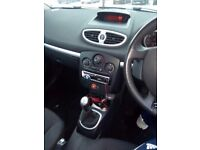 Renault clio 06 plate 1.4 in red