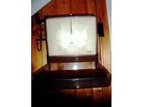 Vintage Salter brown wall-hung kitchen weighing scales. £4 ovno.