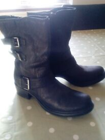 womens clarks boots size 5
