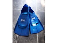 Zoggs Flippers size 6-7