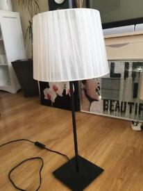 Stunning black and white lampshade. E27 large screen bulb fitting. Brand New.