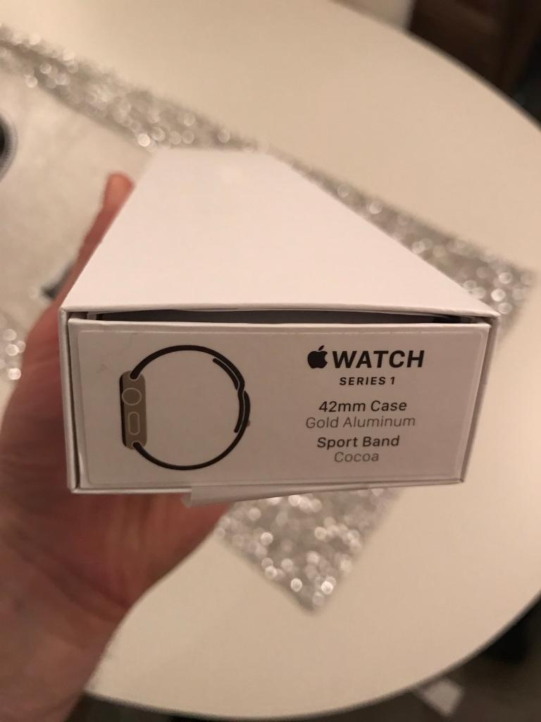 Apple Watch 42mm series 1 goldin Liverpool, MerseysideGumtree - Apple Watch 42mm gold series 1 ,Brand new condition not a mark on it comes with 3 extra bands ,Pick up only.No offers the price is final