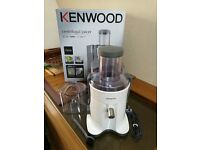 AS NEW Kenwood JE720 Continuous Centrifugal Whole Fruit Juicer Extractor 700W - White *BOXED*
