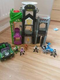 Batman house and figures
