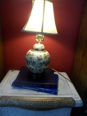 Floral Design VINTAGE Ginger Jar Asian Style Lamp w/Wooden Base and Shade/Finial ()