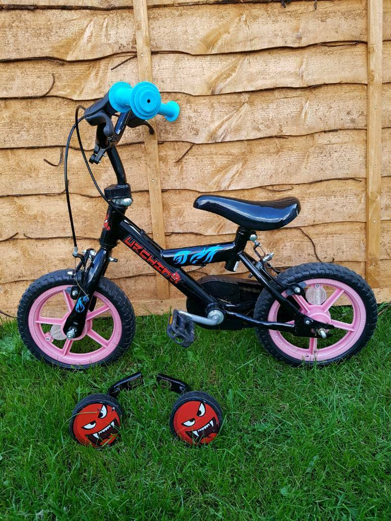 Child's bike with staberlizers