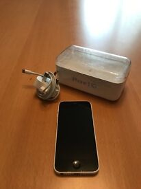 iPhone 5c 8gb unlocked white in top condition boxed