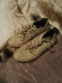 Size 7 smart trainers
