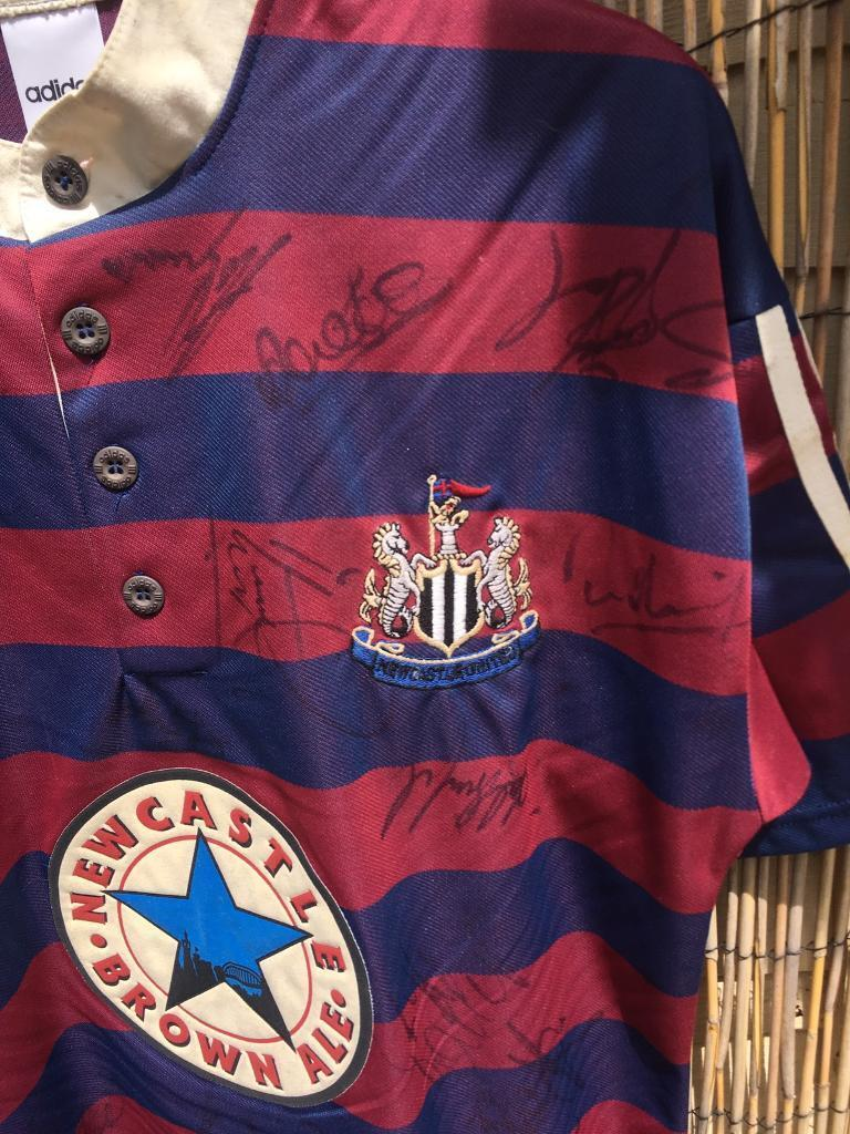 Newcastle united signed 96 shirtin Eltham, London - Newcastle united away 96 shirt Signed by the popular Newcastle team in the premiership in 96