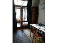Sunny spacious single room to let in family home