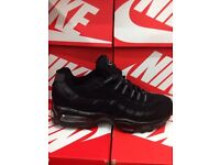 Air Max 95s FULL BLACK