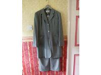 Elegant grey suit size : 14