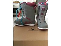 Ladies NIKE snowbaord boots, great condition size 5