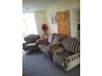 NEW LAURA ASHLEY GOLD SUITE CAN DELIVER FREEEEEEE