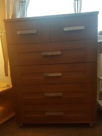 Chest of drawers + other items