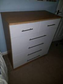 2x Matching chest of drawers