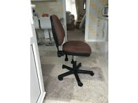 Computer chair in brown cloth- gaslift with tilt back