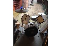 Drum Kit, Mapex snare, loads of cymbols, a bag and sticks, starter kit / project kit