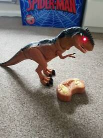 Dinosaur moving n roaring