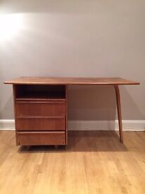 Stylish vintage EE02 Oak Desk by Cees Braakman for Pastoe, 1950s, Mid century
