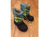 Infant snow boots, new without tags. Size 6